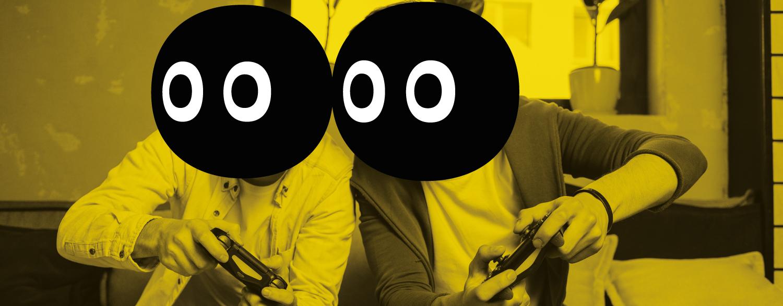 Dos personas jugando con la consola